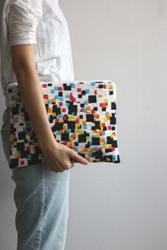 acrafty interview - cresus-parpi - gaso needlepoint clutch