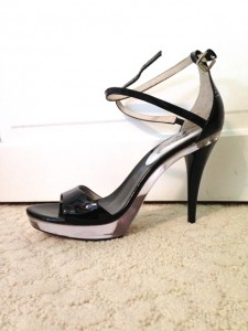 gypsy ways - black patent and clear lucite platform heel
