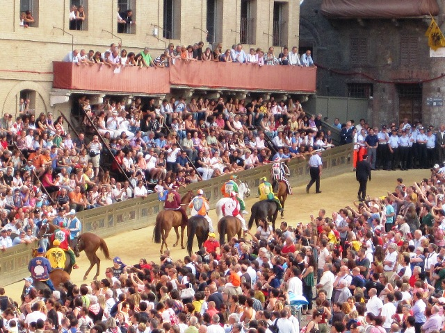 gypsy ways update 5 - siena palio jockeys before the race