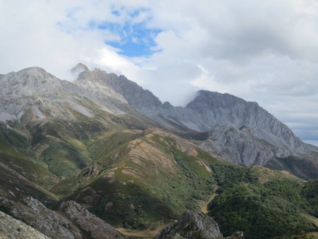 gypsy ways update 7 - view on pass from Asturias to Leon